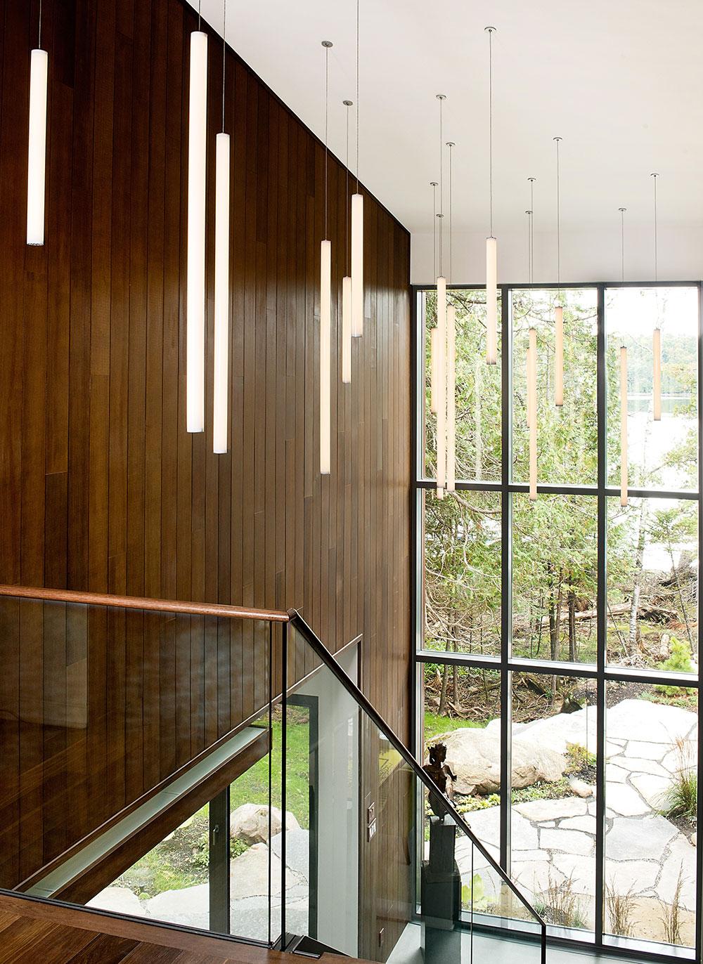 Escalier et vue sur le lac