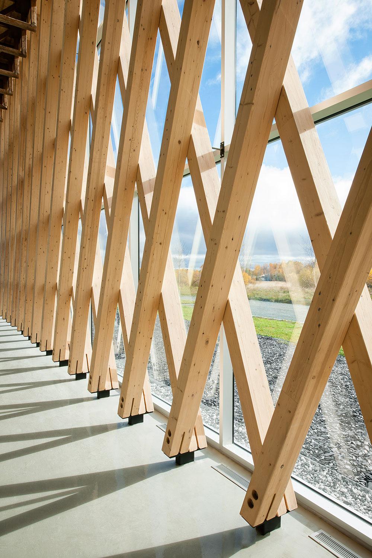 Vue du système structural formant un maillage de bois