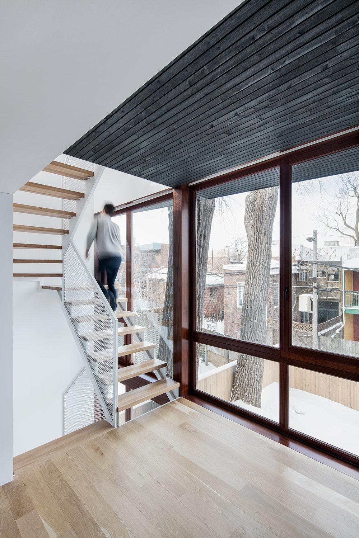 Escalier au deuxième étage