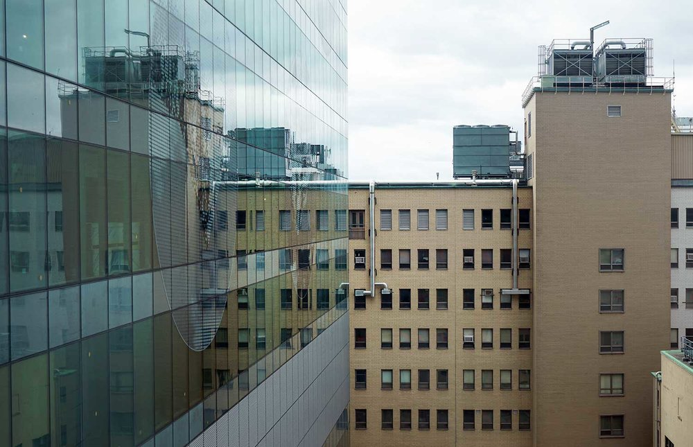 L'hôpital Saint-Luc en opération, adjacent au chantier