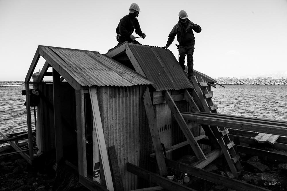 Scarcity & Creativity Studio building a sauna for Villa Lofoten