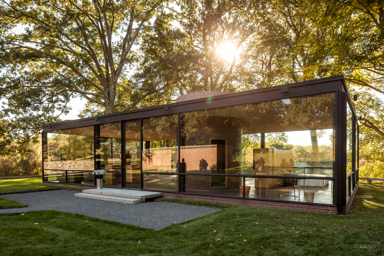 philip johnsons glass house essay The philip johnson glass house in new  philip johnsons hodgson house  floating architecture photo essay glass houses detached.