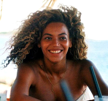 Beyonce, bare-faced beauty.Image c/o minikittourbeauty.wordpress.com
