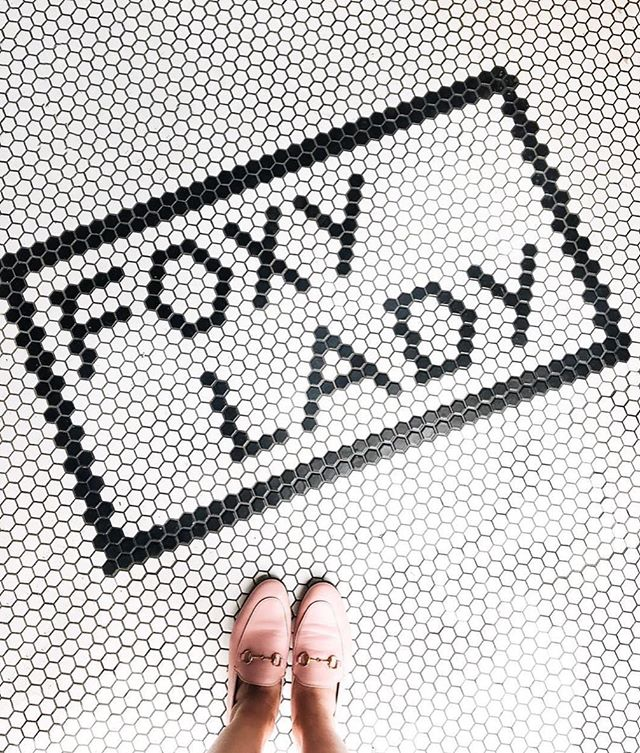 Hey, girl, hey! 😘 Let this be a reminder that you, foxy lady, can get through whatever this week throws your way. // p: @lapetitenoob⠀