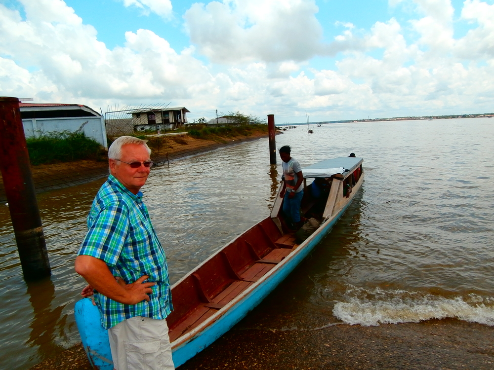 Crossing the border between Suriname and French Guyana