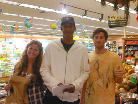"the knickerbocker slaya (http://www.youtube.com/watch?v=YtPaMgyz4ec&feature=related) doing some finesse grocery shopping in malibu. his grocery list included the all-star essentials: oj and kambucha (http://www.synergydrinks.com/) dialogue:  ""hey big reggie, you sad that john wooden died?"" ""ya man, its real sad"" ""hey big reggie, you think you can beat ray allen in a three point contest"" ""Na, man he's smooth"" ""hey big reggie, you should come play for the lakeshow"" ""chuckle, chuckle. maybe next year kid…"" reggie zombie miller or ray jesus shuttlesworth allen (http://www.youtube.com/watch?v=iGW-36kQzNo) me na je tua of 3's"
