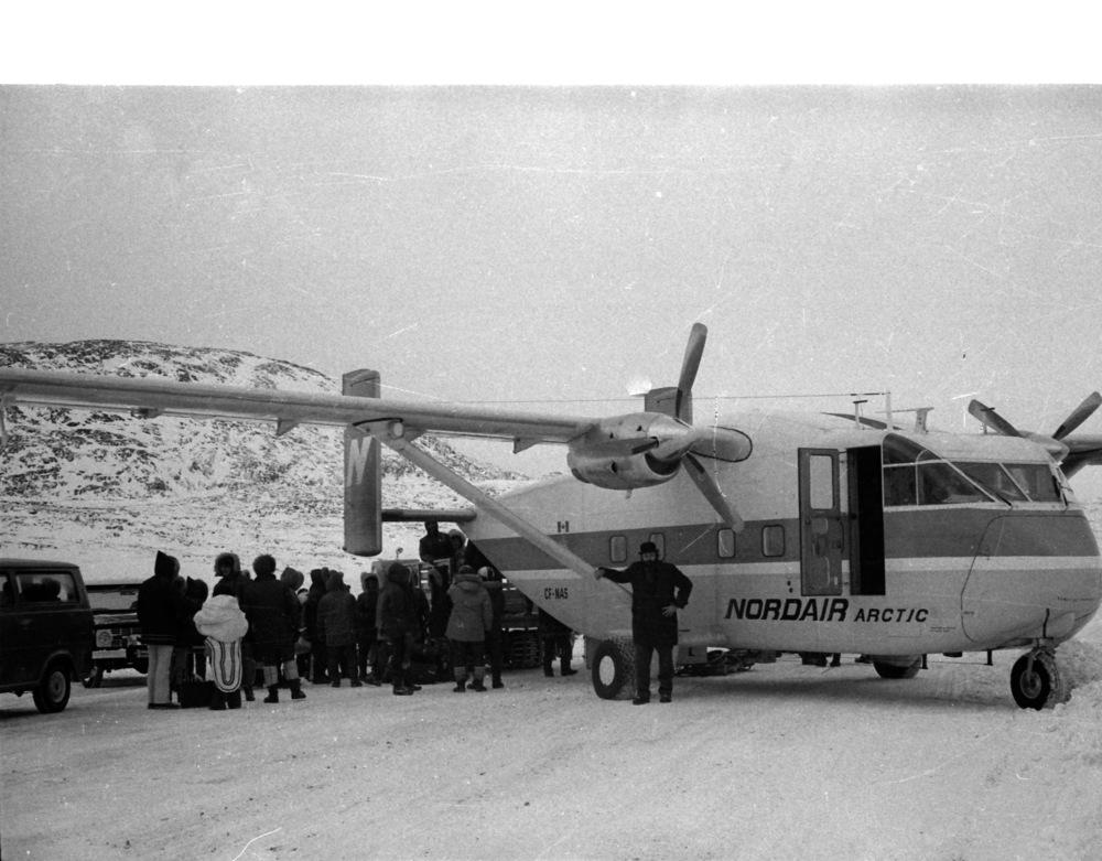 1972-11 Cape Dorset 29.jpg