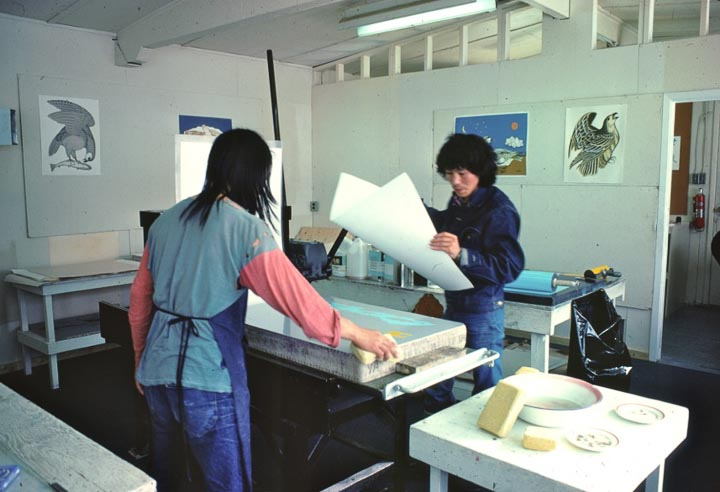 Pitseolak about to register a paper on a lithographic stone. :photo: Tessa Macintosh