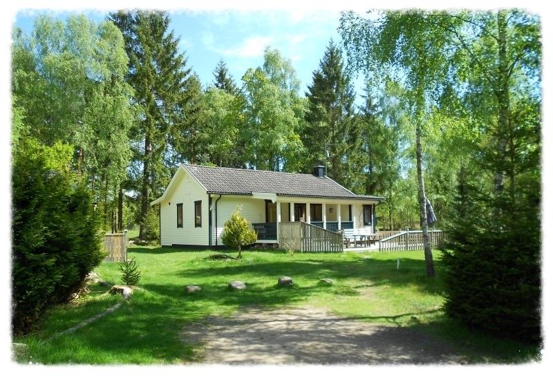 Svenstorpssjön Lycka (2-6 Pers.) Mit Sauna und Kinderspielhaus.