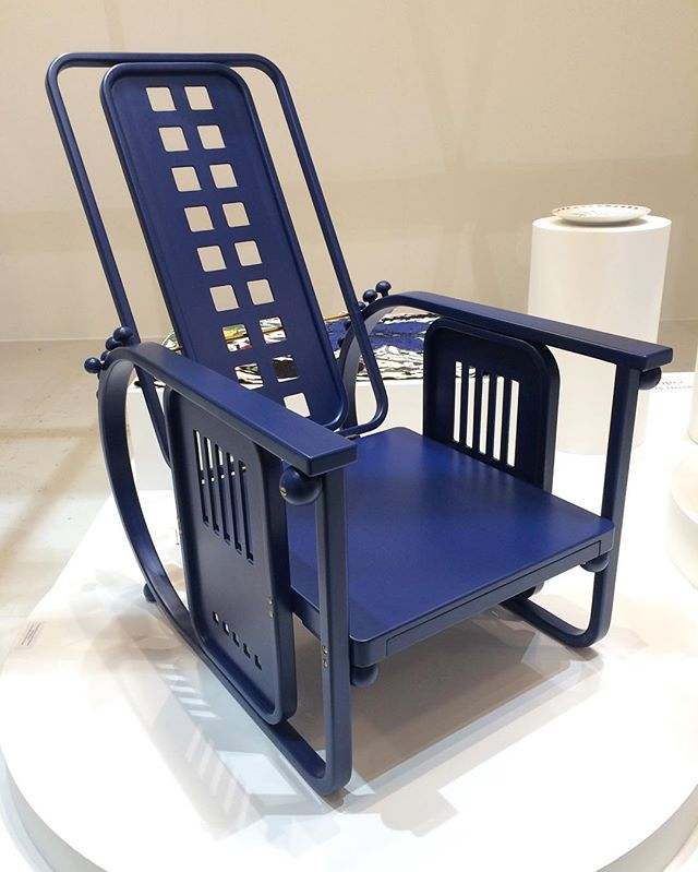 This is the favorite chair of Jaime Hayon, guest of honor at this year's Stockholm Furniture Fair. So much so, that he contacted the manufacturer to ask if he could do his own royal blue version of it. The Sitzmaschine by Josef Hoffmann (c. 1905) for Wittmann. Color edition by Jaime Hayon. @jaimehayon @sthlmfurnfair #sff2017 #favoritechair #blue #josefhoffmann #wittmann
