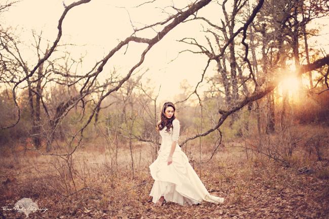 http-_www.loveandlavender.com_2011_01_vintage-bridal-session