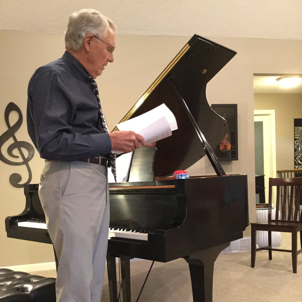 Ken explaining a little bit about Gershwin before performing at a No Worries Workshop for adult students.
