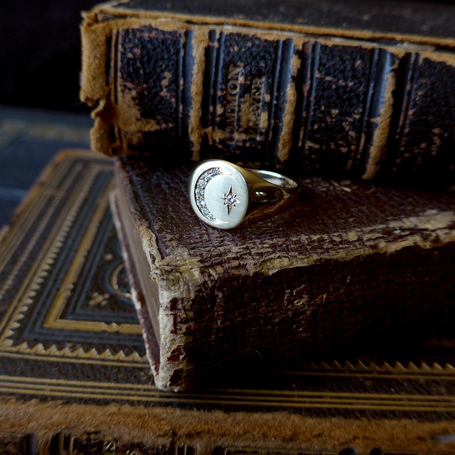 diamond-moon-signet-ring
