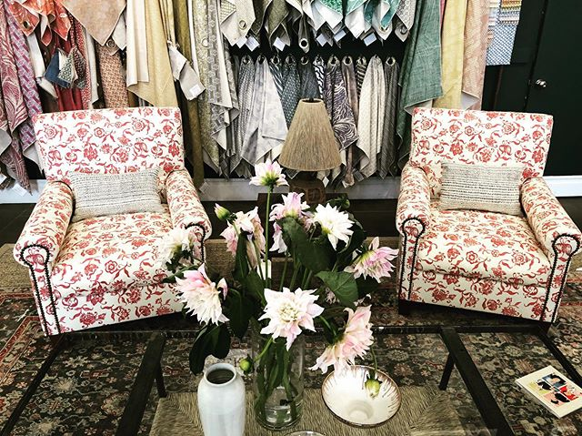Legends is in full swing !!! Come see all the new and amazing launches. Here are a pair of Vista arm chairs from @hollywoodathome upholstered in our new Nino fabric in Turkish Red 🌺🌺🌺🌺🌺!! Throw pillows made with our Fuji on Indigo. So many new and exciting things to mesmerize over ☺️!! #carolinairvingtextiles #hollywoodathome #nino #legends #lcdqlegends
