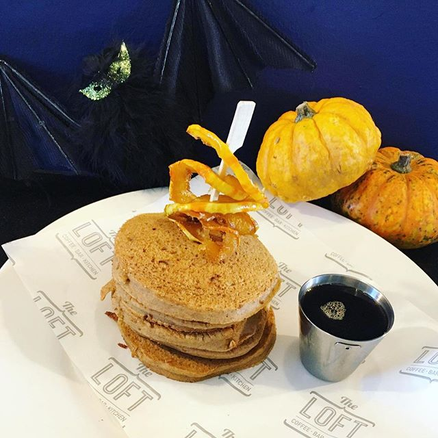 A petrifying peak at another devilish dish for next week's hair-raising Halloween half term here at The Loft!! 🐾👻🎃 our Spooky Spiced Pumpkin Pancakes! 100% vegan with morbidly more-ish maple syrup 🍁 add scary streaky bacon 🥓 for a not so vegan version!! Keep following us for more dish previews and find out more/book next week in the link in our bio! 🥞🎃 #Theloftarundel #halloween #halfterm #halloweenhalfterm #kids #fun #grownupstoo #vegan #activities #pumpkinpancakes #buckwheatpancakes #americanpancakes #maplesyrup #yummy #foodlove #supportindependent #familyrunbusiness