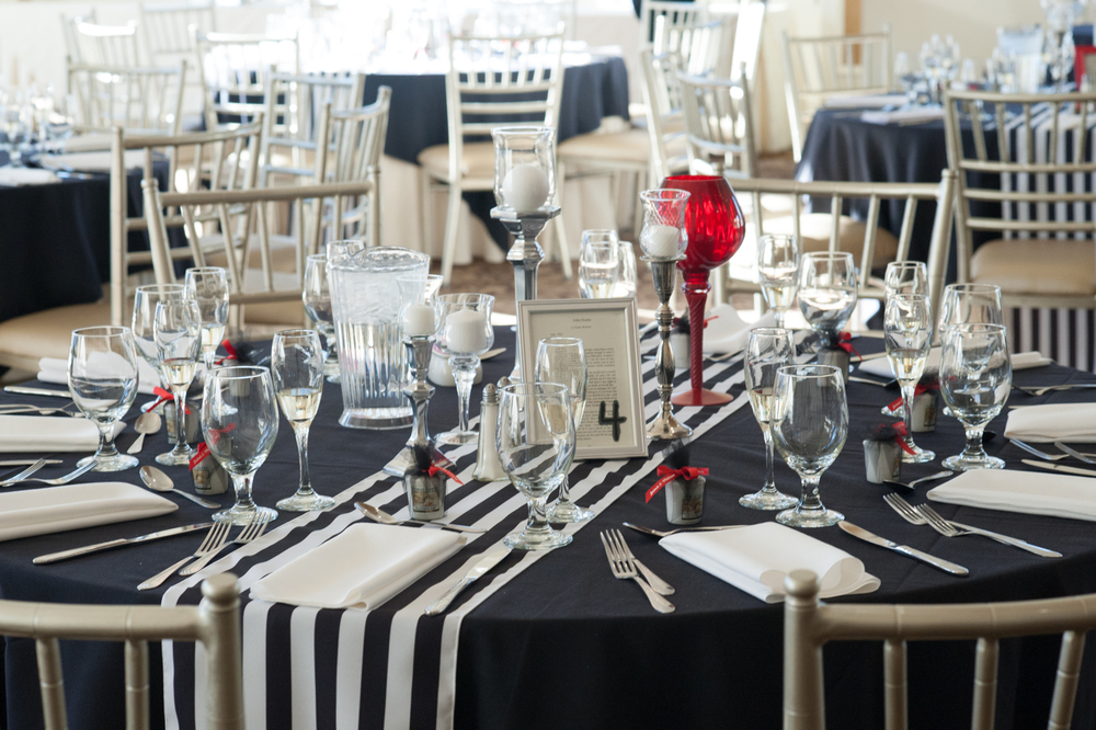navy blue tablescape