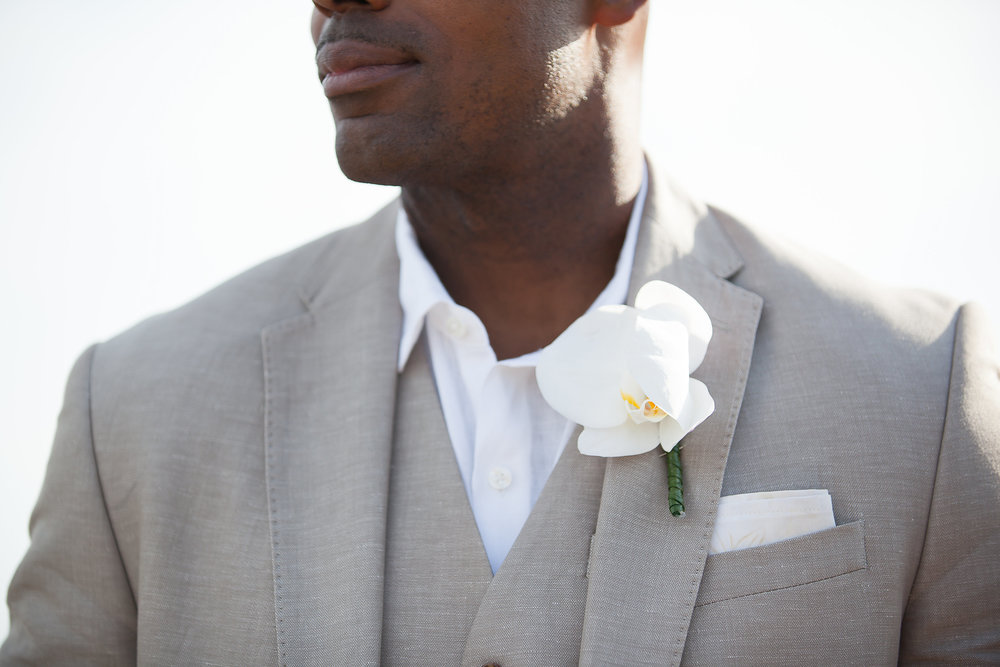 groom boutonierre