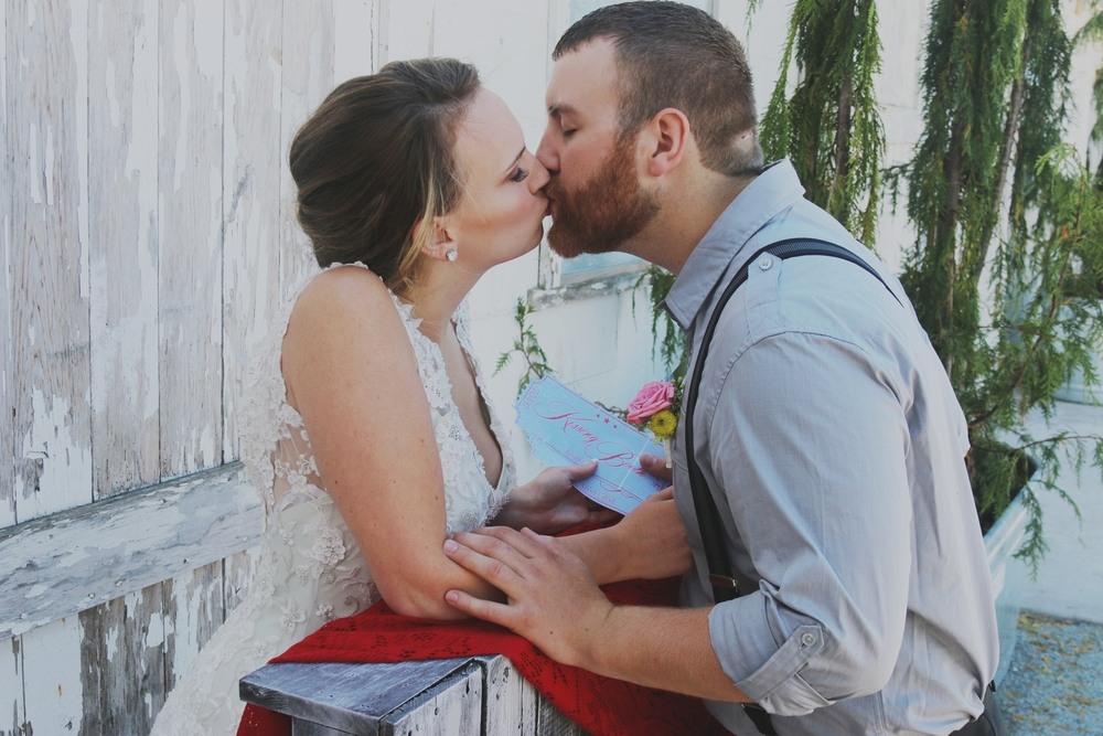 rustic wedding kissing booth photobooth