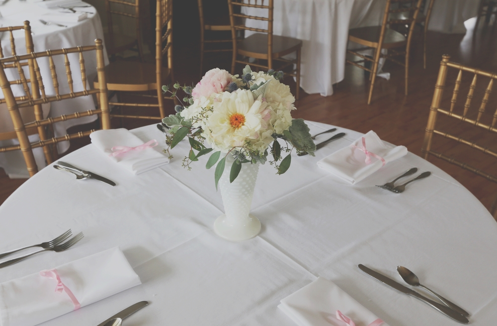 Marilyn Monroe-Inspired Wedding table setting