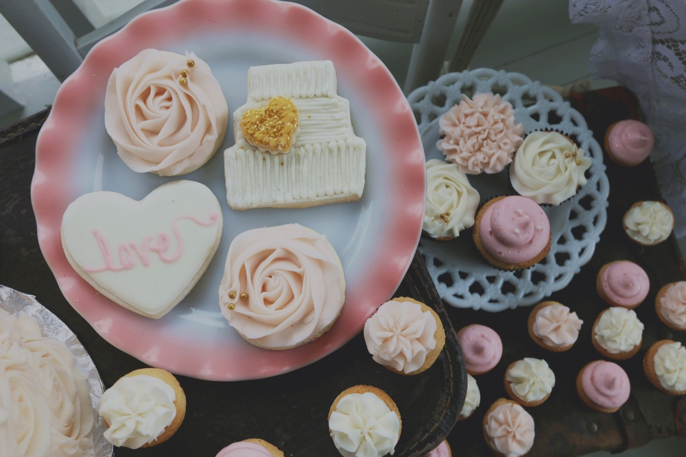 Marilyn Monroe-Inspired Wedding dessert buffet
