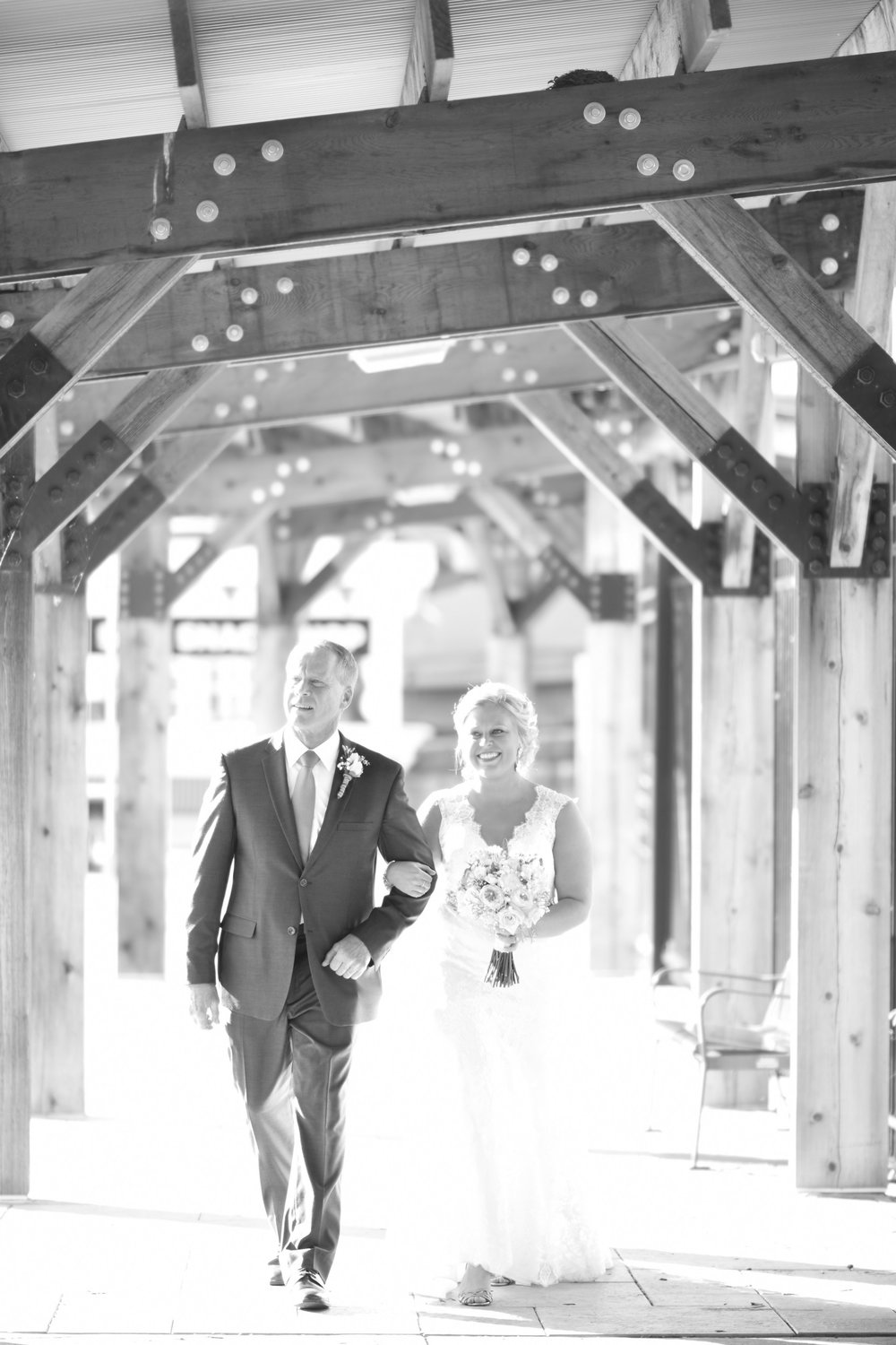 bride walking down the aisle photography // macy marie photography wedding