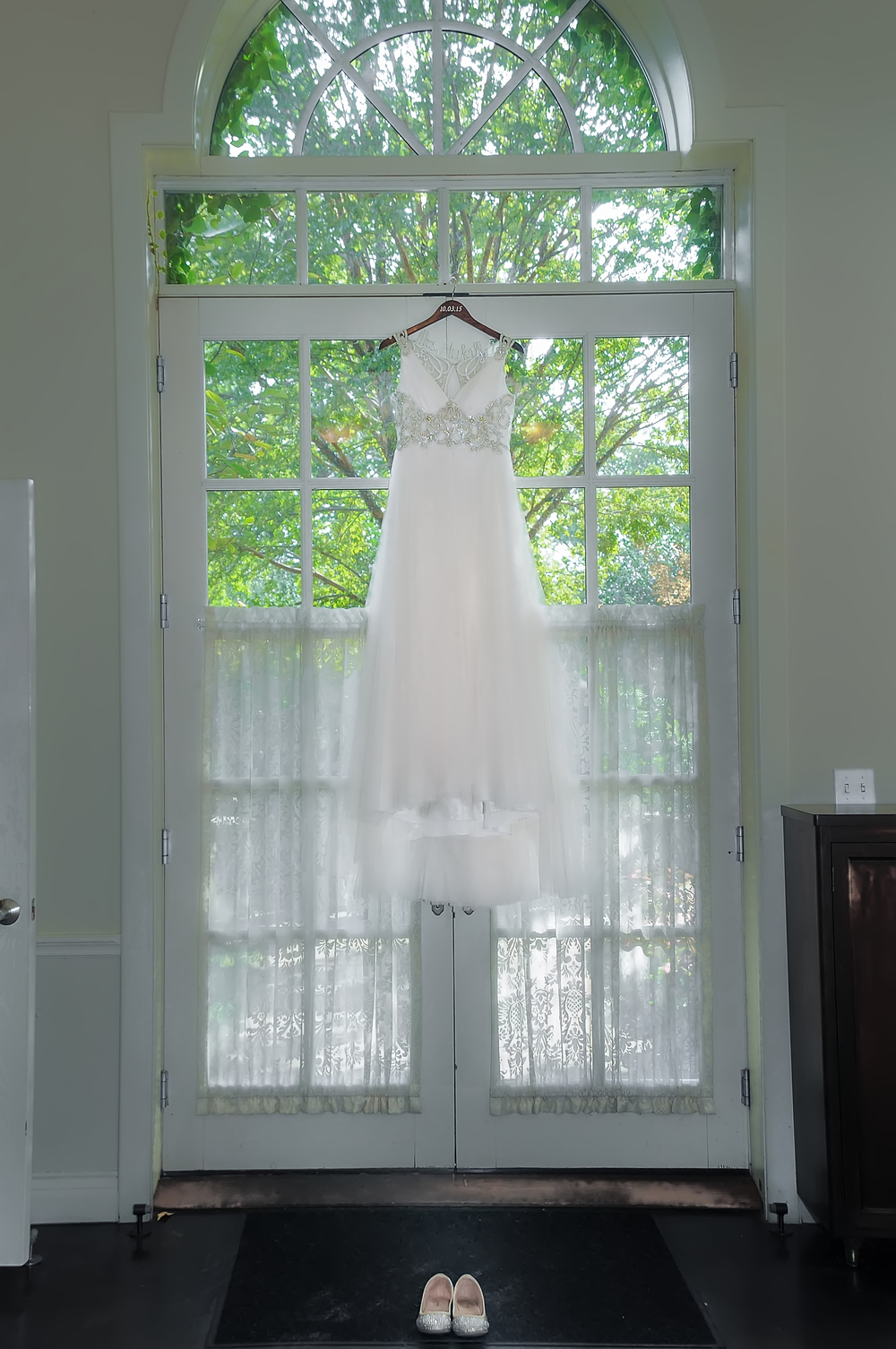 guthrie oklahoma wedding venue - dominion house - wedding dress photograhy