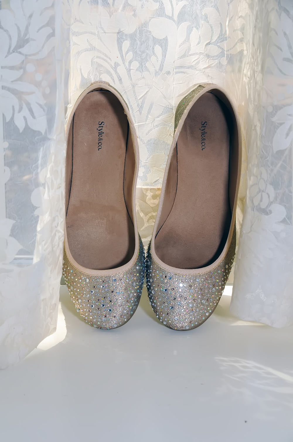 guthrie oklahoma wedding venue - dominion house - gold bridal heels