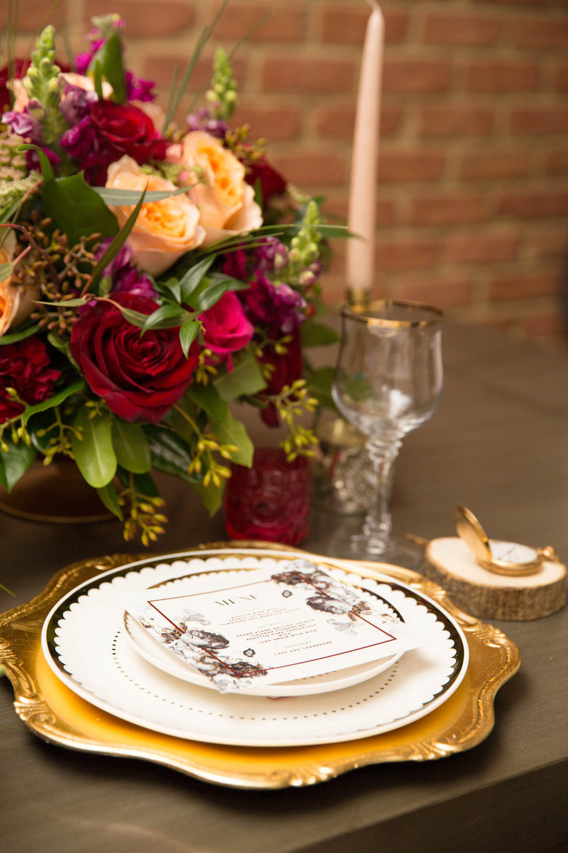 Modern Hollywood Glam Wedding Table Setting Decor | Modern Hollywood Glam Wedding by Pearly Kate Photography