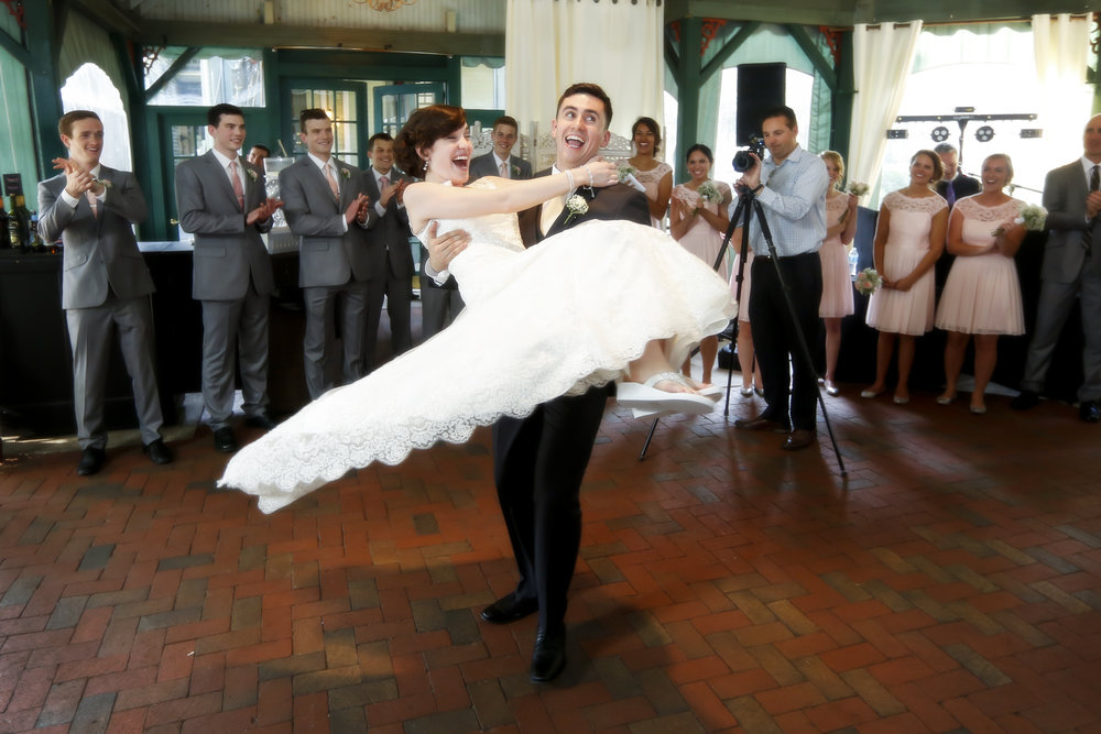 A Vintage-Inspired Vandiver Inn Wedding