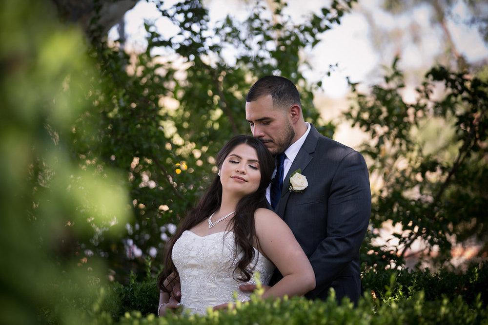 A Blue + Gold Rancho El Toro Courtyard Wedding - Oana Foto
