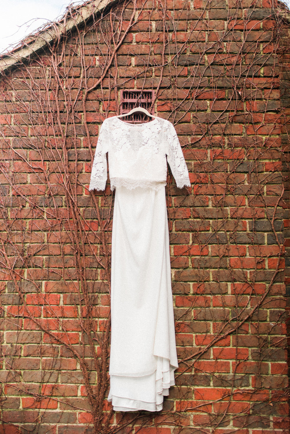 Vintage Lace Wedding Dress - A Styled London Elopement - Adriana Morais Fotografia