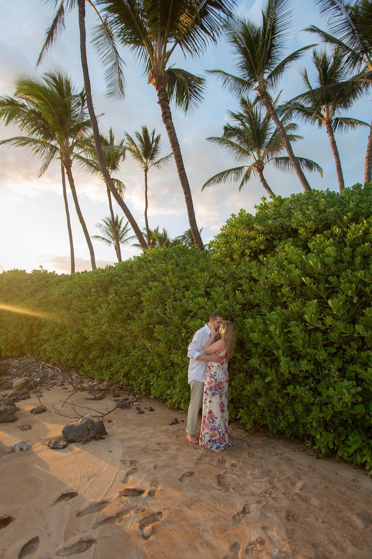 Maui Beach Engagement Photos - Vanessa Hicks Photography -- Wedding Blog - The Overwhelmed Bride