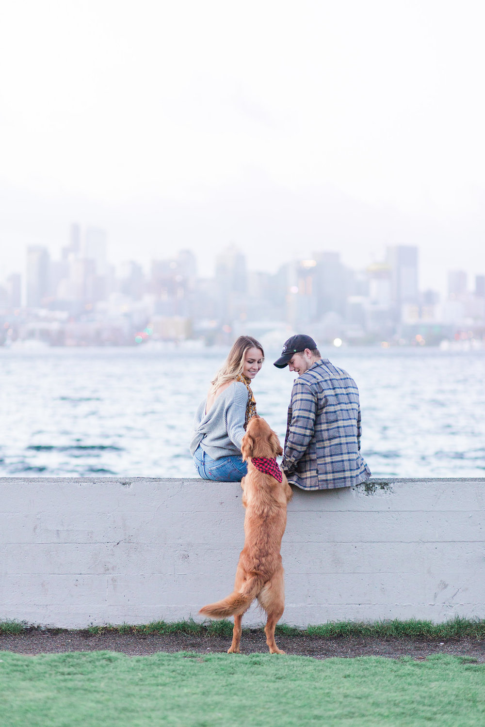 Lake Union Engagement Photos - Seattle Engagement Photo Locations - Eva Rieb Photography -- Wedding Blog - The Overwhelmed Bride