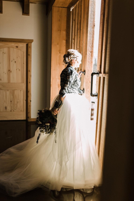 Broken Horn Ranch Oklahoma Winter Wedding - April Guerra Photography -- Wedding Blog - The Overwhelmed Bride