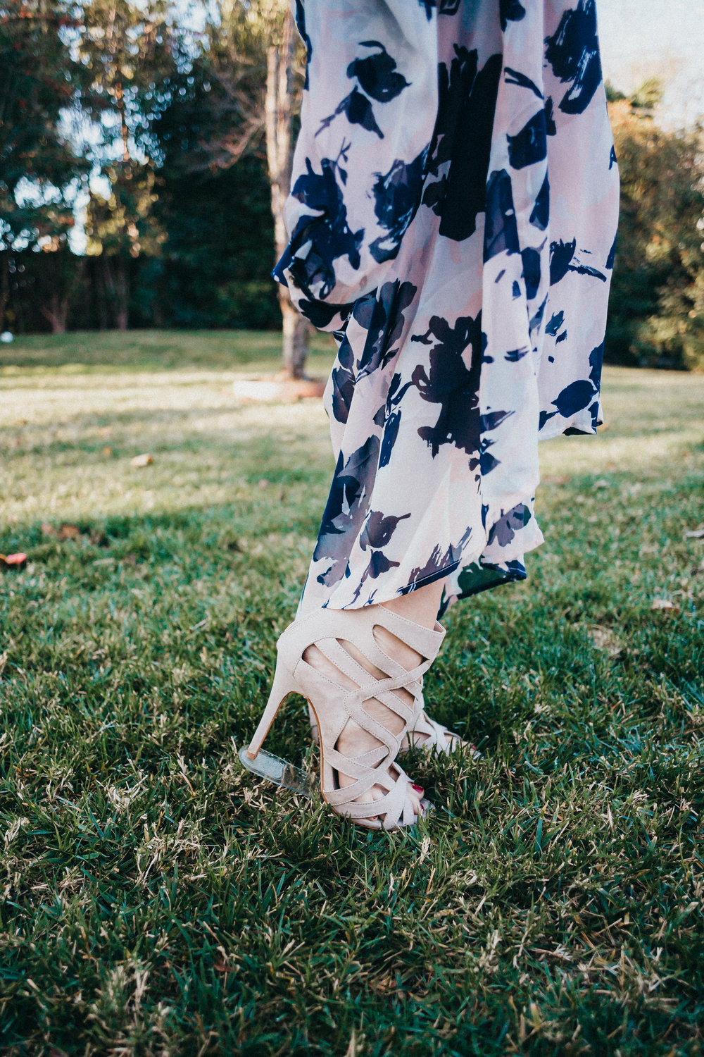 Stiletto Heel Grass Protectors - Make it Easier to Walk in Grass with Heels - Grasswalkers -- Wedding Blog - The Overwhelmed Bride