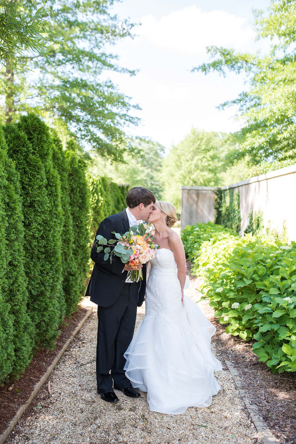 A Vibrant Modern Museum Wedding - Jule Collins Smith Museum of Fine Art Wedding -- Wedding Blog - The Overwhelmed Bride