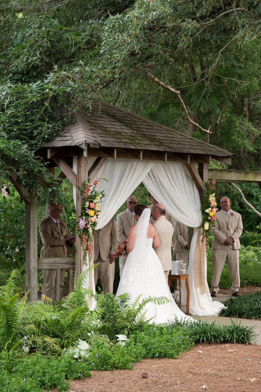 Norfolk Botanical Butterfly Garden Wedding - Virginia Beach Outdoor Wedding Venue -- Wedding Blog - The Overwhelmed Bride