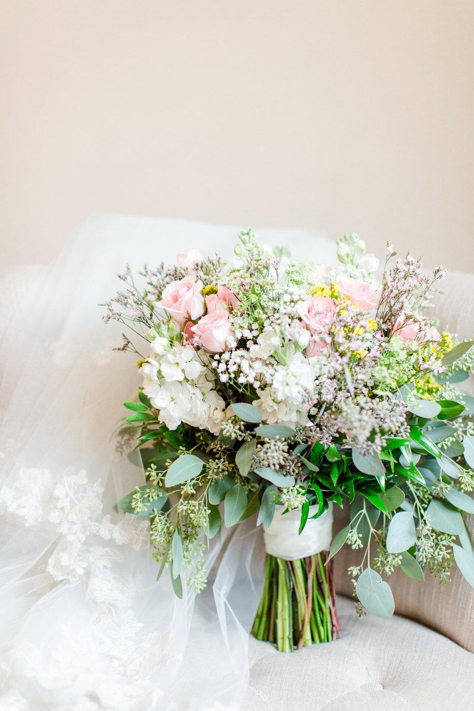Classic Wedding Bouquet - West Virginia Wedding Photographer - Wedding Venue