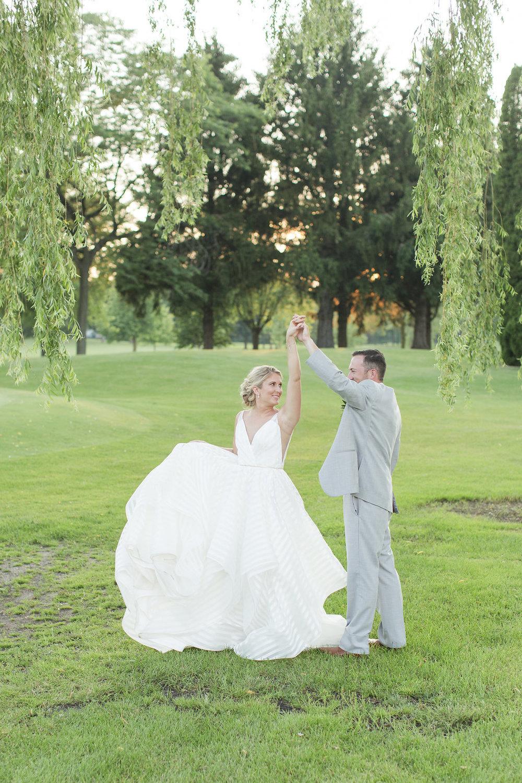 Gorgeous Wedding Photos - Sheboygan Town & Country Golf Club Wedding - Wisconsin Wedding