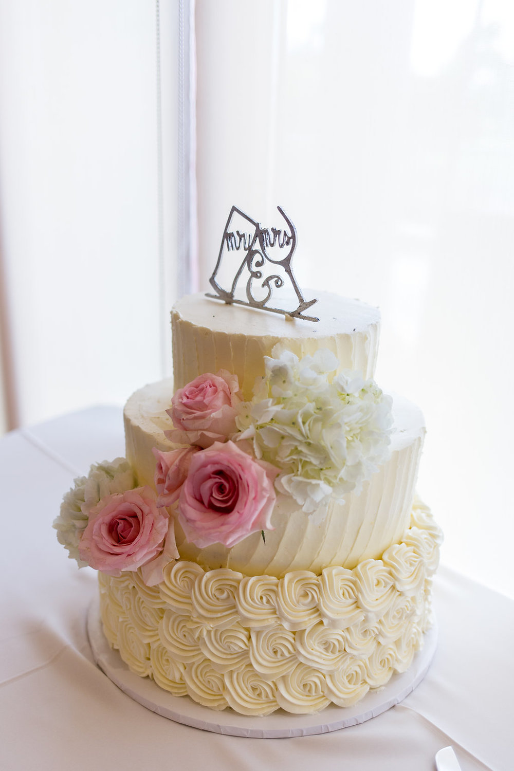 Simple White Wedding Cakes - Gorgeous Seal Beach Wedding Venue - Old Country Club Wedding