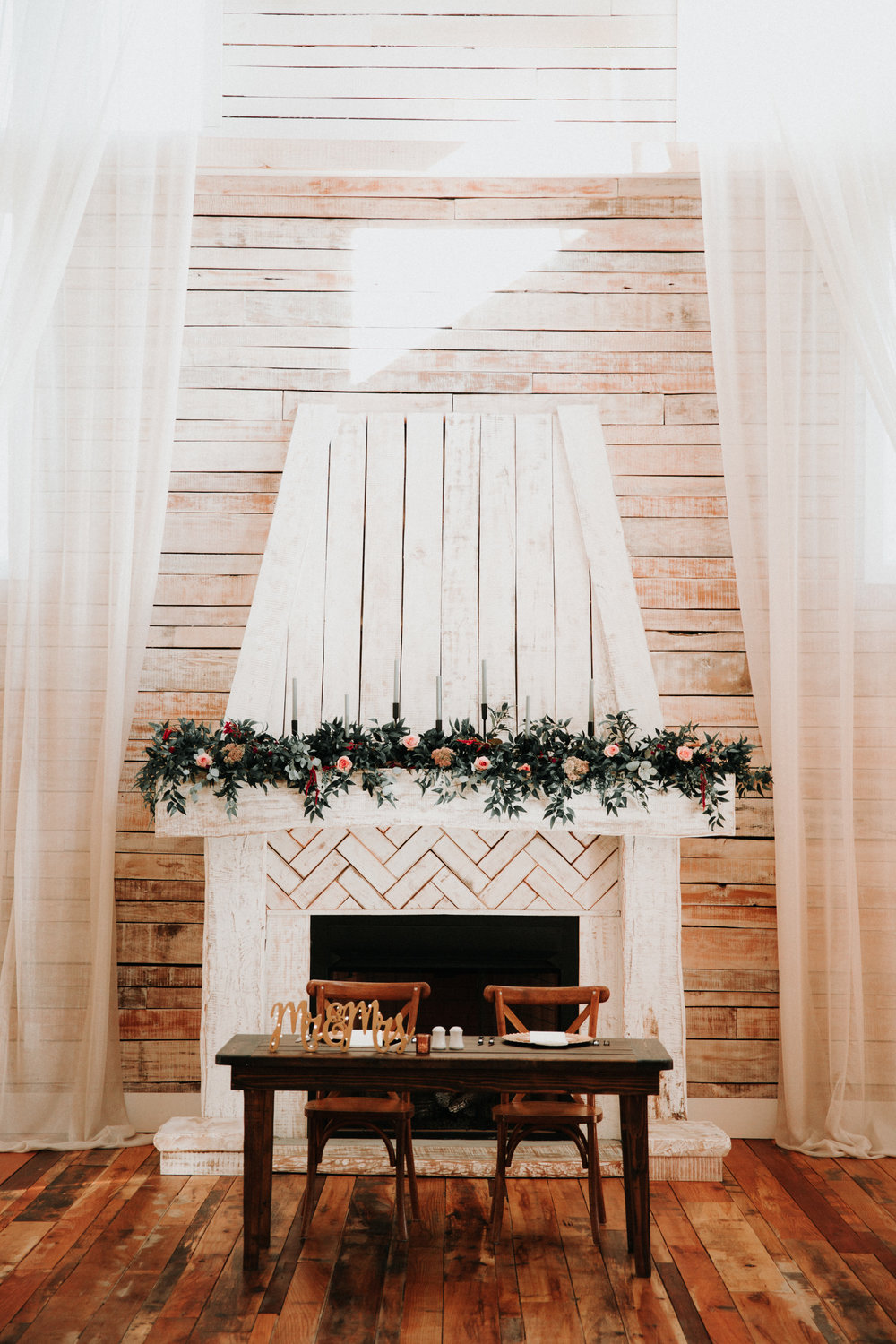 Gorgeous Barn Wedding Decor - Athens, Tennessee Barn Wedding -- The Overwhelmed Bride Wedding Blog