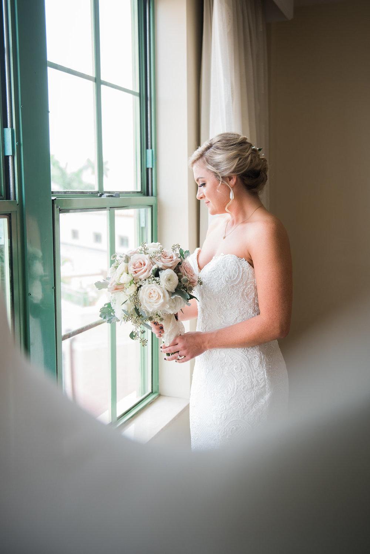 Gorgeous Wedding Photos - Minimalist Wedding - Tampa Wedding Venue