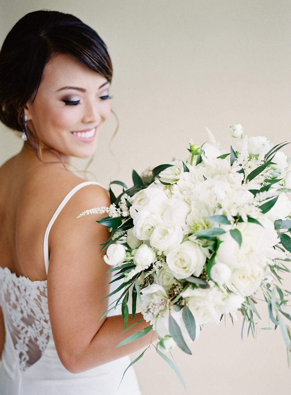 Gorgeous Wedding Photos - Hawaii Wedding Venue - The Overwhelmed Bride Wedding Blog