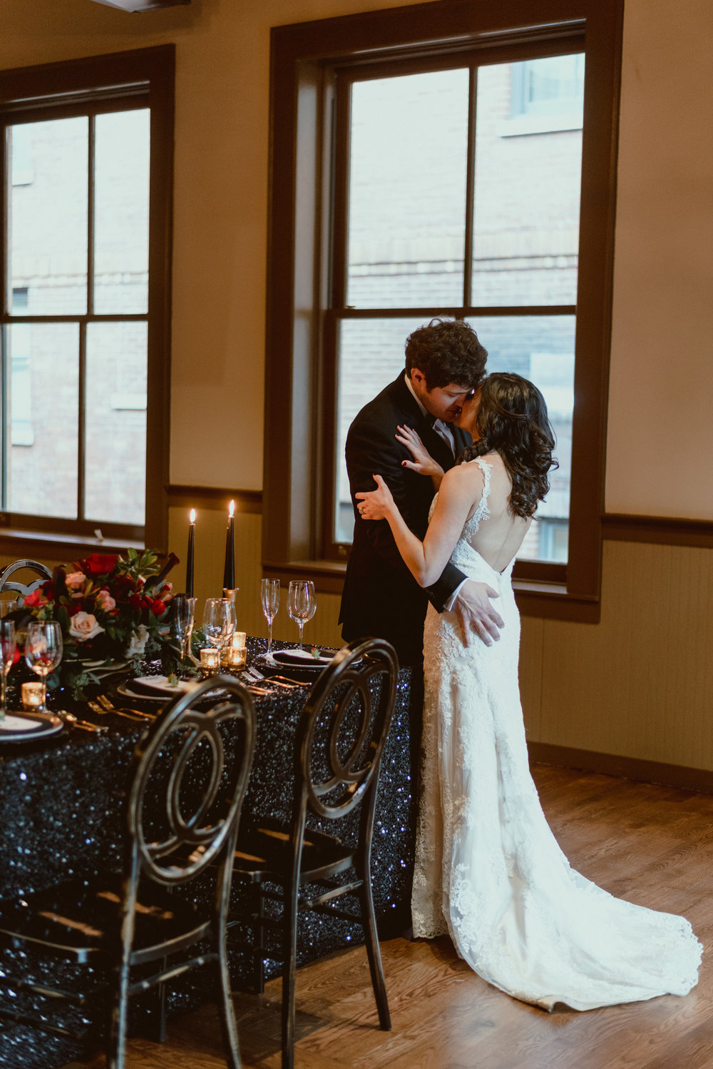 Black and Gold New Year's Eve Wedding - The Overwhelmed Bride Wedding BlogBlack and Gold New Year's Eve Wedding - The Overwhelmed Bride Wedding Blog