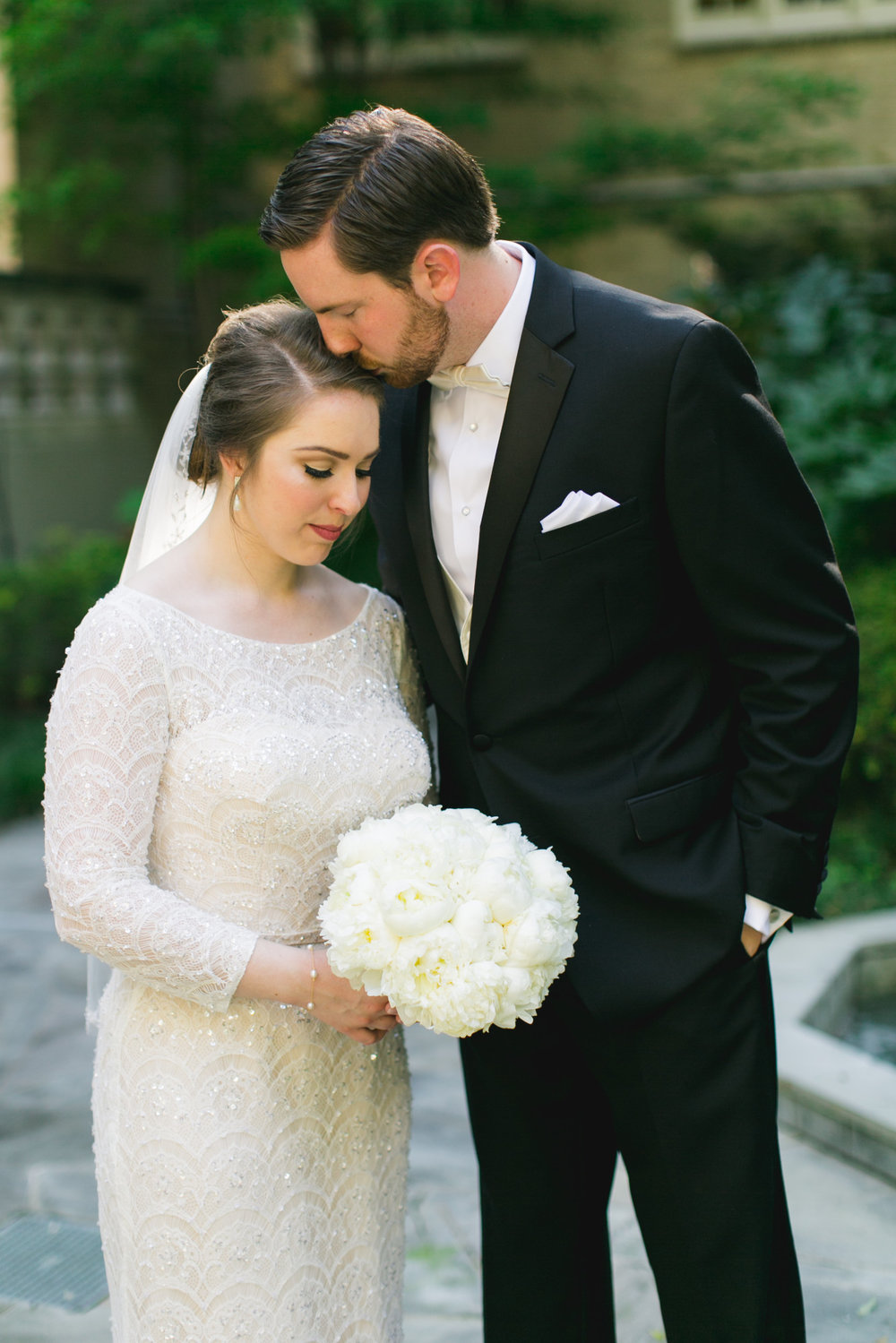 An Ivory + White Downtown Dallas Wedding - The Overwhelmed Bride Wedding Blog
