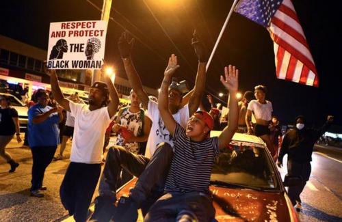 Ferguson 1 año después: Todavía estamos Living In Crisis por Rika Tyler
