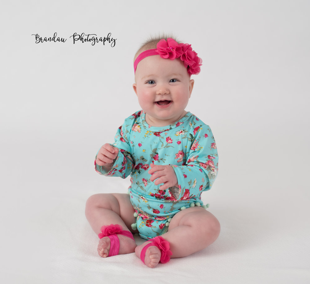 Brandau Photography_ 6 month girl sitting.jpg