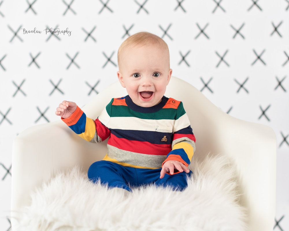 6 month boy smiling chair_Brandau Photography.jpg