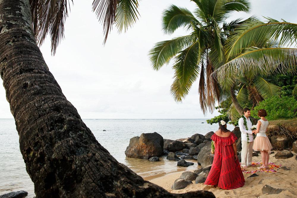 kauai morning beach wedding