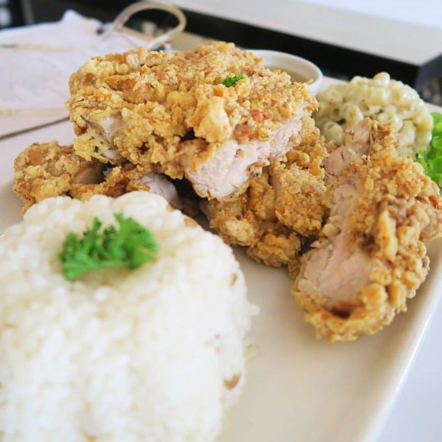 "They call this ""Alabang"" fried chicken - basically chicken cutlets with macaroni salad and rice.. hits the spot though, if this is what you're craving for..   😜"